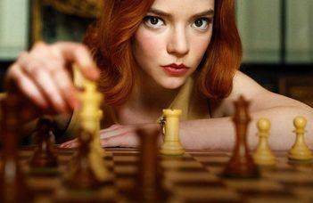 SAKKLÁZ – FEKTE-FEHÉR JÁTSZMÁK AZ EMIGRÁCIÓN INNEN ÉS TÚL: – beszélgetés a sakkról és a filmről