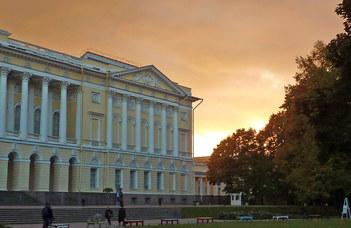 #оставайтесь ома и любуйтесь шедеврами Русского музея