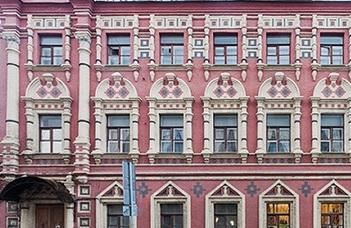 #оставайтесьдома и гуляйте по виртуальным залам Государственного литературного музея в Москве